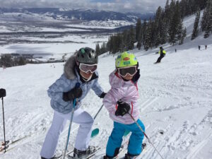 MomTrends planned a skiing event for bloggers - and shared tips on planning a family trip.